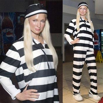 Paris Hilton in gevangeniskledij