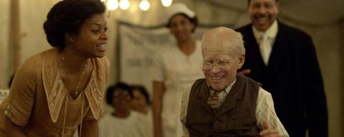De tachtigjarige Benjamin Button leert lopen